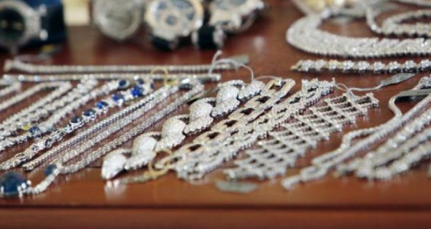 Un voleur de bijoux confondu par son adn sur un mouchoir for Chambre de commerce luxembourg cours du soir