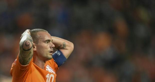 Le Néerlandais Wesley Sneijder lors de la défaite face à l'Islande en qualifications pour l'Euro 2016, à Amsterdam le 3 septembre 2015 (Photo AFP)