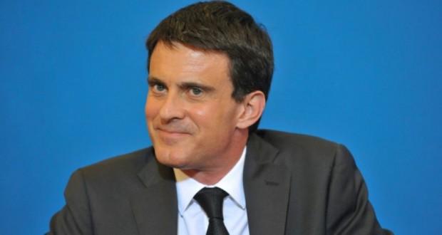Le Premier ministre Manuel Valls sourit lors d'une réunion avec des élus locaux pour discuter de la réforme territoriale à la mairie de Clermont-Ferrand, le 2 juillet 2014. (Photo : AFP)