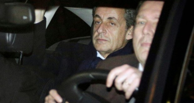 Nicolas Sarkozy à l'issue de son audition au pôle financier le 16 février 2016 à Paris. (Photo : AFP)