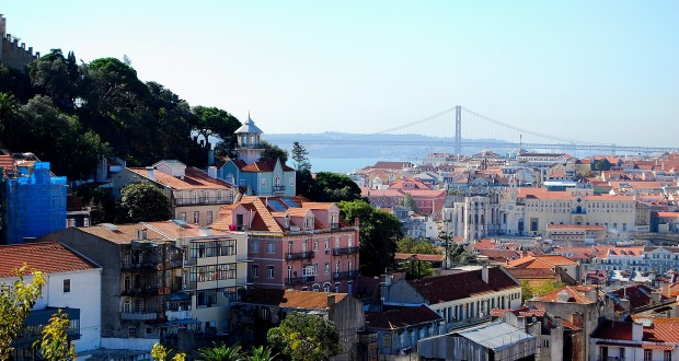 Tourisme le portugal fait le plein for Piscine lisbonne
