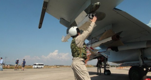 Un pilote russe sur la base de Lattaquié, en Syrie, le 5 octobre 2015. (photo AFP)