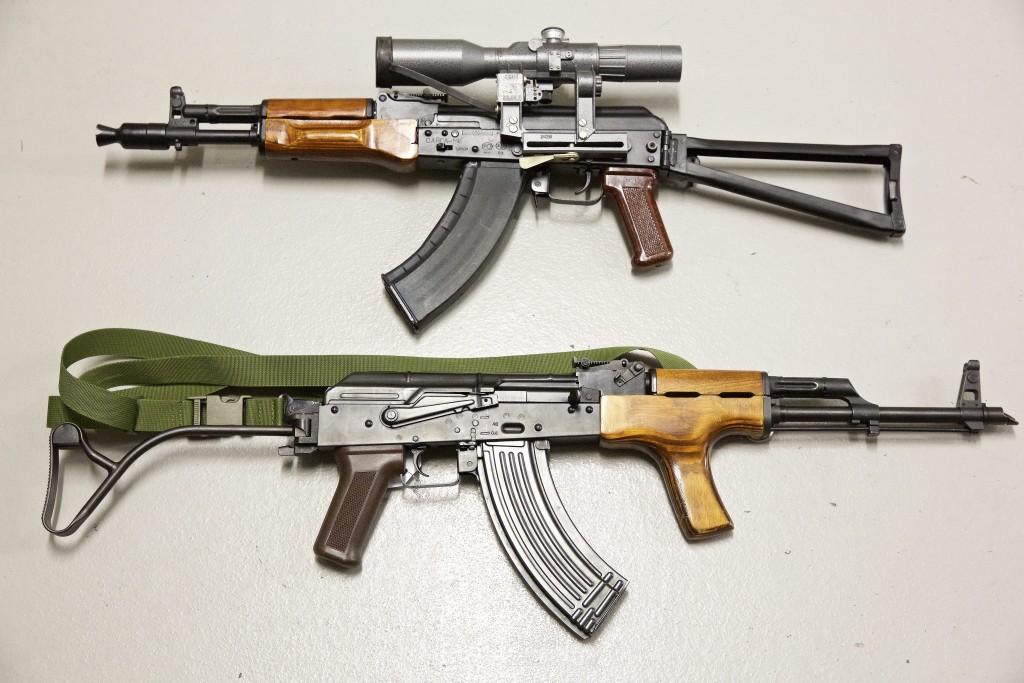 Fusils d'assaut et kalachnikovs saisis par la police grand-ducale. (photo JC Ernst)