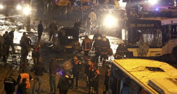 Signe de la violence de l'explosion, au moins 23 personnes sont mortes sur le coup, les autres ayant péri pendant leur transfert à l'hôpital, selon la chaîne CNN-Türk. (photo AFP)