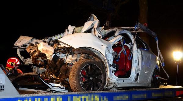 Seul dans sa voiture, l'automobiliste a quitté la chaussée et percuté un arbre entre Mersch et Angelsberg. (Photo : Police Grand-Ducale)