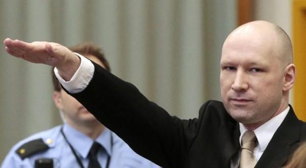 Le tueur d'extrême droite Anders Behring Breivik, lors de son arrivée au tribunal de la prison de Skien, en Norvège, le 15 mars 2016. (Photo : AFP)