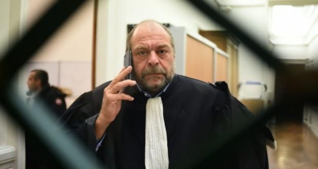 L'avocat Eric Dupond-Moretti au téléphone lors d'un procès en cour d'assises, le 19 janvier 2016 à Paris. (Photo : AFP)