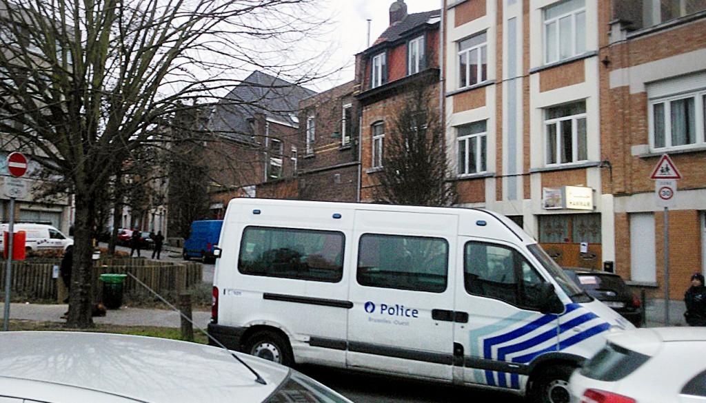 Une grande opération est en cours à Bruxelles pour mettre la main sur Salah Abdeslam, dont les empreintes ont été retrouvées dans l'appartement perquisitionné mardi à Forest. (photo AFP)