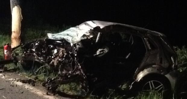 Le choc a été si violent que le conducteur, seul à bord, est décédé sur les lieux de l'accident. (photos police grand-ducale)