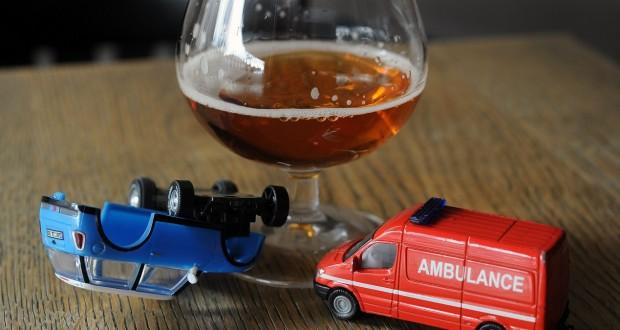 La vitesse et l'alcool restent les deux principales causes d'accidents sur les routes luxembourgeoises (illustration Hervé Montaigu)