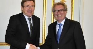 Johan Van Overtveldt et Pierre Gramegna ont eu l'occasion de s'expliquer, mercredi, à Bruxelles. (Photo archives Editpress)