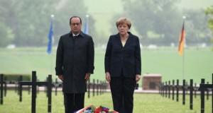 François Hollande et Angela Merkel le 29 mai 2016 au cimetière allemand de Consenvoye. (Photo : AFP)