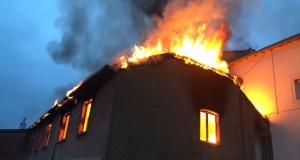 Le bâtiment a été en partie détruit par les flammes. (Photo police grand-ducale)