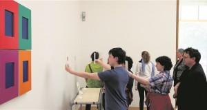 Des ateliers ont permis aux visiteurs d'appréhender les œuvres de manière différente et ludique. (photo LQ)