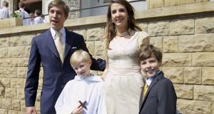 Noah et Gabriel entourés de leurs parents, le prince Louis et la princesse Tessy. (photos JC Ernst)