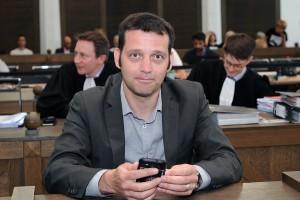 """""""C'est une victoire au goût amer"""", réagit Edouard Perrin, ici lors du procès au tribunal de Luxembourg. Le journaliste a été acquitté mercredi. (photo archives LQ)"""