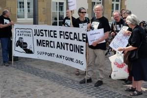 Les soutiens des lanceurs d'alerte, ici lors du procès le 11 mai. (photo archives LQ)