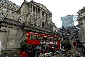 Une première banque, l'américaine JPMorgan qui emploie 16 000 personnes au Royaume-Uni, a fait savoir dès vendredi qu'elle pourrait déplacer des emplois hors du pays. (Photo AP)