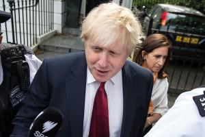 Critiqué de toutes parts, y compris dans son propre camp, Boris Johnson a annoncé qu'il renonçait à se présenter. (Photos AFP)