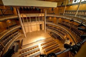 Le théâtre surprend l'odorat quand on y entre. On y ressent une puissante odeur de bois: l'épicéa, le mélèze et le chêne ont été les principaux matériaux de construction. (photo AFP)