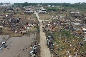 Des villages entiers ont été détruits et des arbres déracinés. (photo AFP)