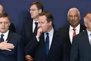 Le Premier ministre slovaque Robert Fico (à gauche) ici aux côtés de son homologue britannique démissionnaire David Cameron, lors d'un sommet européen à Bruxelles le 28 juin. (photo AFP)
