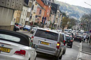 Bascharage est en plein sur le trajet de la N5, surchargée par les travailleurs (frontaliers ou non) qui se rendent du bassin de Pétange-Aubange-Longwy vers Luxembourg. (Photo Tania Feller)