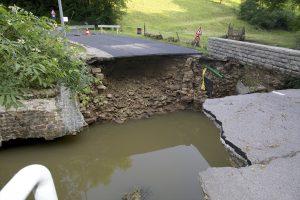 Kaiwelbaach: le pont traversant l'Ernz pour joindre le village d'Eppeldorf a été emporté par les flots. (Photo : Editpress)