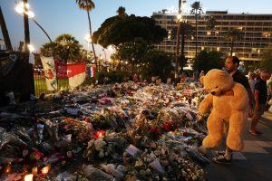 Sur le memorial de la Promenade des Anglais, à Nice, le 19 juillet. (photo AFP)