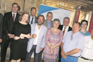 Gast Gibéryen, député ADR (veste bleue) au milieu de ses collègues de parti. (photo JC Ernst)