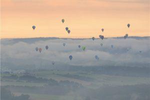 Les montgolfières ont effectué, vendredi, un véritable ballet dans le ciel de Mersch.