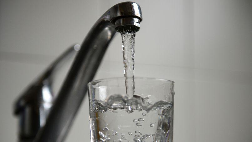 Dans les communes concernées, l'eau du robinet peut être utilisée après avoir été bouillie pendant au moins dix minutes. (photo AFP)