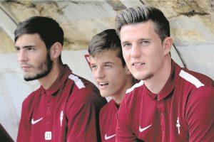 Vahid Selimovic, Vincent Thill et Chris Philipps (de g. à d.) sont tous les trois entrés après l'heure de jeu, vendredi en amical à Amnéville face au Red Star. (photo Julien Garroy)