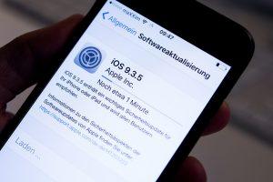 La mise à jour iOS 9.3.5 s'applique aux iPhone et iPad commercialisés depuis 2011, ainsi qu'aux lecteurs musicaux iPod touch de 5e génération. (Photo AP)