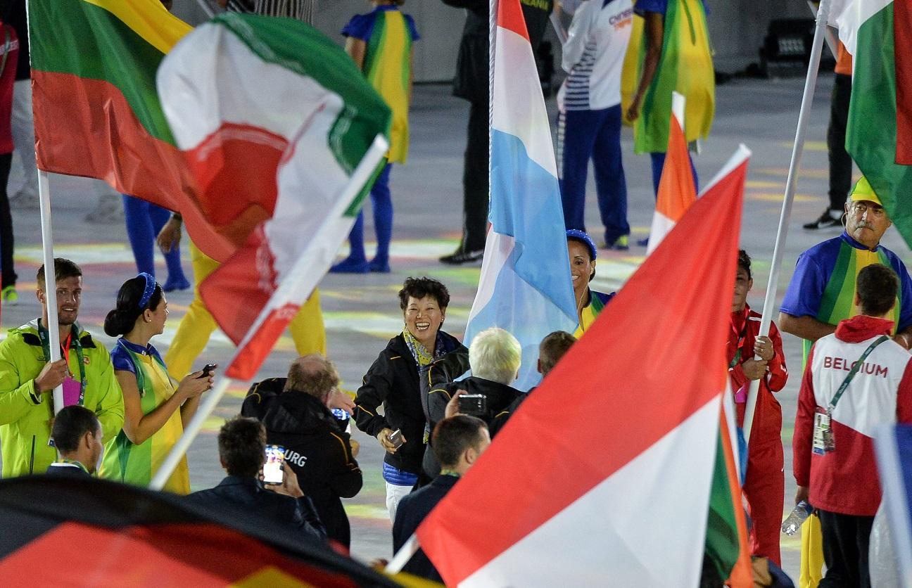 """Porter le drapeau du pays à la cérémonie de clôture, """"pour moi, c'est un immense honneur d'avoir cette opportunité"""", avouait Ni Xia Lian. (Photo Editpress/Jeff Lahr)"""