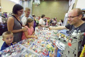 Petit ou grand, devant les Playmobil, on a tous une âme d'enfant. (Photos Editpress/Alain Rischard)