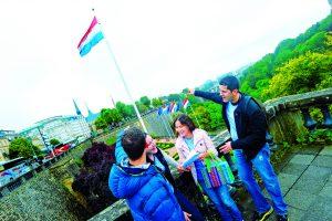 Lors du rallye, des équipes de quatre «touristes» arpentent Luxembourg à la recherche de défis variés. (photo archives LQ)