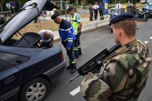Depuis début 2016, les services français ont interpellé 165 personnes, dont 91 ont été inculpées et 63 incarcérées, dans le cadre de la lutte antiterroriste. (illustration AFP)