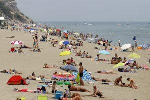 De nombreuses communes françaises côtières ont interdit le port du burkini sur leurs plages. (illustration AFP)