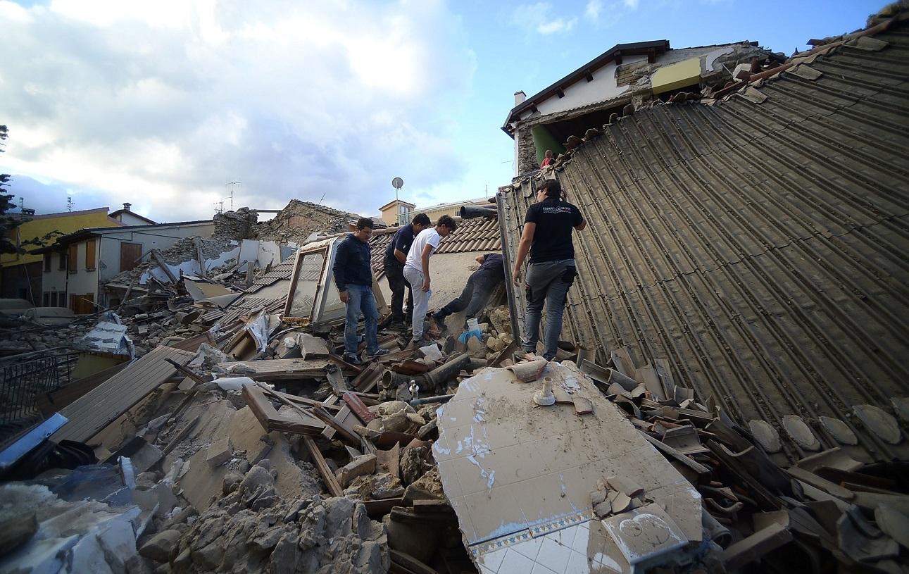 Les dégâts sont considérables et le bilan humain risque de s'alourdir. (Photos AFP)