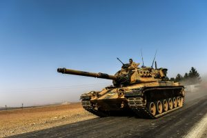 L'offensive vise à chasser Daech de Jarablos, localité syrienne frontalière de la Turquie et dernier point de passage contrôlé par les terroristes, mais également les milices kurdes. (Photo AFP)