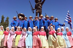 Cette vingtaine de danseurs ont fièrement représenté le folklore luxembourgeois! Photos : dr
