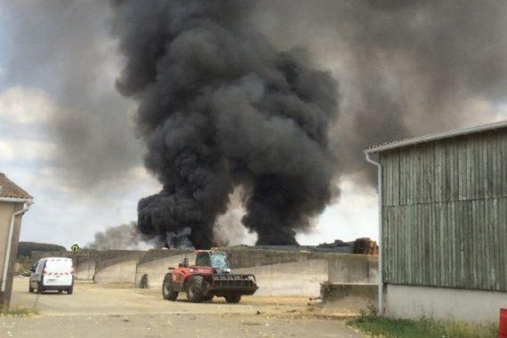 L'incendie s'est déclaré à proximité du GAEC de la Fontaine, à Olley. (photo Jean-Michel Cavalli / RL)