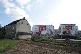 Les corps sans vie des deux victimes ont été découverts dans un logement de l'une de ces résidences de Bereldange. (Photo Julien Garroy)