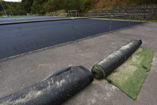 Un nouveau tapis synthétique doit être livré lundi, pour un montant estimé à 800 000 euros. (photo Isabella Finzi)