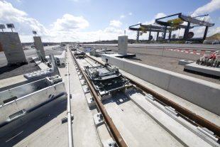 La hausse de la compétitivité du pays devra passer par une amélioration des réseaux routiers, ferroviaires et aériens. La construction du hub logistique à Bettembourg devrait aider à aller dans ce sens. (photo Jean-Claude Ernst)