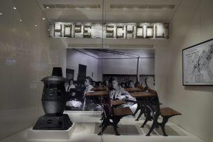 Le musée de l'Histoire afro-américaine, projet centenaire enfin finalisé, rassemble des milliers d'objetsracontant l'histoire des Noirs, de l'esclavage à l'accès aux droits civiques, en passant par la ségrégation. (Photo : AP)