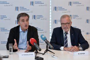 D'après le ministre des Finances Euclide Tsakalotos (à g.), ici à côté du président de la BEI, Werner Hoyer, la Grèce a besoin d'une stratégiede développement. (photo Julien Garroy)
