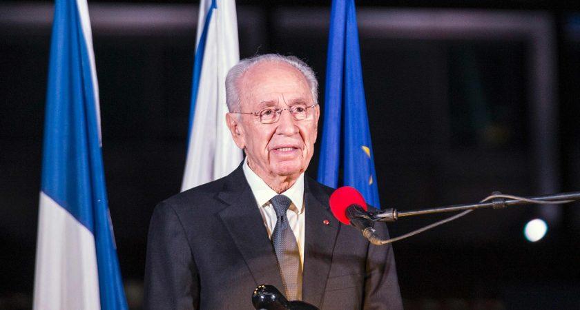 L'ancien président Peres hospitalisé après avoir subi un