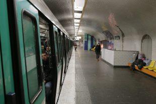 """""""L'aspergeur"""" sévissait dans différentes stations du métro parisien. (illustration AFP)"""
